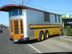 I have always wanted to build a cool school bus camper! Truck Camper, Camper Trailers, Travel Trailers, Truck Mods, Rv Bus, Bus Motorhome, Rv Motorhomes, School Bus House, Converted Bus