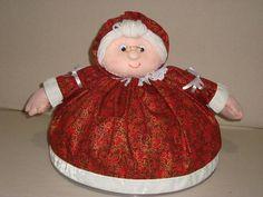 Cobre bolo de mamãe noel. Antes de fazer seu pedido, confirme as estampas disponíveis. Acompanha suporte de plástico (tampa cobre bolo). R$40,00