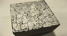 Delicada caja con mosaico de cáscara de huevo