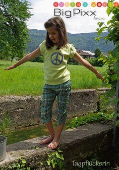 Shirt: KleinFanö (Farbenmix) Hose: Ivy (Cinderella Zwergenmode) Stickerei Peace: Smilas World