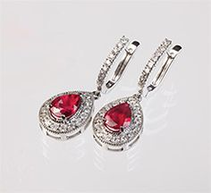 Fredrick Jewelers // http://www.fredrickjewlers.com/