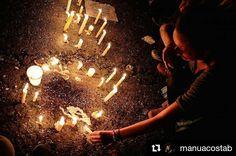 """Foto de @manuacostab El dolor reivindica tu convicción . #ccs #caracas #caminacaracas  """"No se van quien muere sino quien se olvida"""" Hoy se rendido homenaje a Nehomar joven de 17 años que falleció el día de ayer en la manifestación en el piso sigue su sangre derramada por la lucha por creer en una venezuela diferente y en lo corazones de sus familiares quedarán los recuerdos y las imágenes de aquel joven que para muchos será otro héroe. El otro joven más que pierde el país sea por un impacto…"""