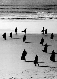 Nazaré - Portugal 1955. Henri Cartier Bresson.