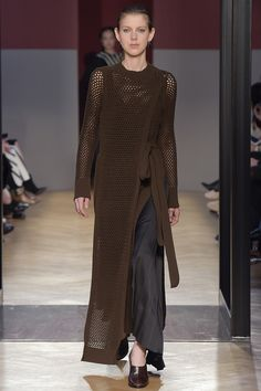 See the complete Sportmax Fall 2016 Ready-to-Wear collection.