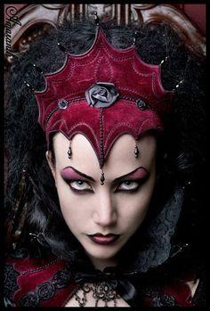 Evil Beautiful Red Queen Halloween Makeup Idea - piercing eyes