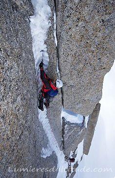 escalade glaciaire dans la goulotte perrous, Massif du Mont-Blanc, Haute-savoie…