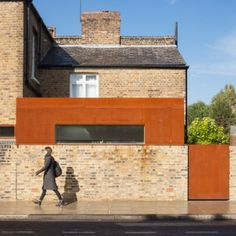 Brick and pre-rusted tell house, London Fields Extension by HÛT Residential Architecture, Interior Architecture, Roof Extension, Extension Ideas, Metal Cladding, Boundary Walls, Brick Facade, Facade House, London House