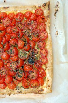 Tarte à la tomate, moutarde, thym et pavot