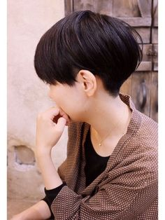 Is this a bowl cut? I had this in the and I loved it. High maintenance to keep ir looking t Bowl Haircuts, Hairstyles Haircuts, Girl Short Hair, Short Hair Cuts, Cut My Hair, Her Hair, Shot Hair Styles, Long Hair Styles, Hair Inspo