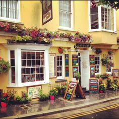 The Buccaneer Inn, Tenby, Wales *by Petersdotter Scotland Tours, Scotland Travel, Wales Uk, South Wales, Beautiful Places To Visit, Oh The Places You'll Go, Carmarthen Bay, Cymru, Seaside Towns