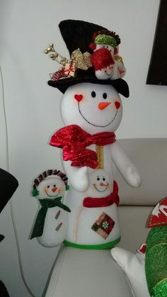 mary gutierrez's media content and analytics Felt Christmas, Christmas Stockings, Christmas Crafts, Felt Ornaments, Holiday Ornaments, Holiday Decor, 242, Build A Snowman, Diy And Crafts