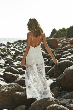 (Foto 8 de 37) Detalle de la espalda de este traje de novia de Grace Loves Lace, Galeria de fotos de Vestidos hippies para novias boho-chic