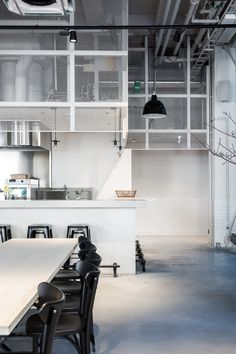 Love the simplicity of the interior in Usine restaurant, done by Richard Lindvall. The restaurant is located in a former sausage factory in Stockholm and is designed with mostly natural materials. Concept Restaurant, Restaurant Design, Restaurant Bar, Cafe Bar, Loft Design, House Design, Urban Decor, French Restaurants, Urban Loft