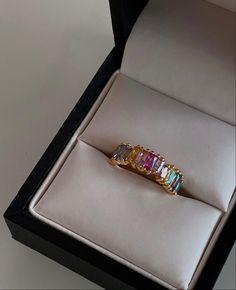 Pretty Ear Piercings, Beauty Trends, Cute Jewelry, Class Ring, Fashion Beauty, Bling, Jewels, Detail, Diamond