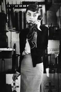 Best Audrey Hepburn Style In 2017 67 - Fazhion Audrey Hepburn Outfit, Audrey Hepburn Mode, Audrey Hepburn Fashion, Vintage Stil, Looks Vintage, Mode Vintage, Vintage Beauty, Vintage Fashion, 1950s Fashion