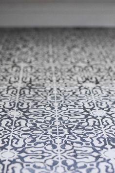 DIY stencilled floor | Annie Sloan Chalk Paint