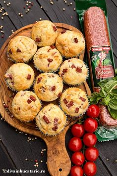 MUFFINS CU SALAM PICANT SI CASCAVAL   Diva in bucatarie Good Food, Yummy Food, Baby Food Recipes, Easy Recipes, Muffins, Food And Drink, Easy Meals, Cupcakes, Diva