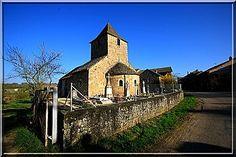 Saint Maurice des Champs - Saône et Loire - Parfois, une église fortifiée ne livre pas de suite ses secrets défensifs. Il faut donc l'apprivoiser, prendre son temps et regarder avec attention.