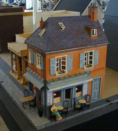 Dollhouse that looks like a French shop (RM)