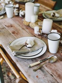 Every farmhouse,country home or cottage needs a tablescape laden with enamelware! Fall Table Settings, Wedding Table Settings, Wedding Tables, Enamel Dishes, Enamel Ware, African Christmas, Pumpkin Carving Party, Traditional Wedding Decor, Camping Table