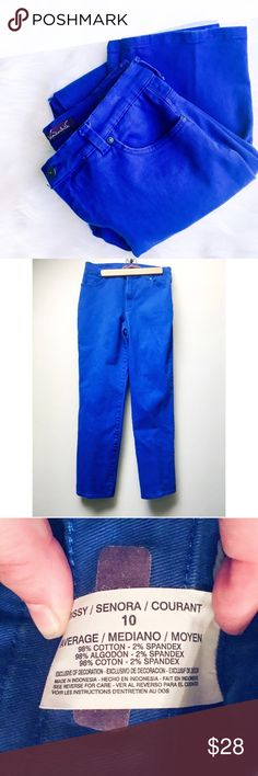 """Royal Blue Color Pop Jeans Gloria Vanderbilt """"Amanda"""" jeans feature a slightly relaxed cut through the seat and thigh that eases into a tapered leg for a classic fit. Slimming interior pocket design, stretchy denim construction and 5 pockets, sitting at the natural waist. Average length: 31"""" inseam. Bright royal blue adds a fun color pop to your wardrobe! Like new condition.   ✅Bundle & Save Trades Off-Posh Modeling  Shop with ease; I'm a Posh Ambassador. Gloria Vanderbilt Jeans"""