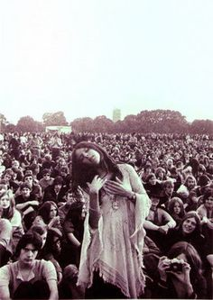 (2) Woodstock Hippies 1969 Photos. - Bilder Land