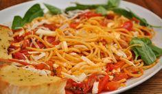 Spaghetti al pomodoro e pancetta: ricetta veloce, du' spaghi diversi