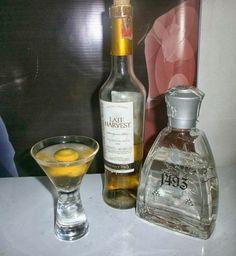 Un cóctel con aguardiente y aguacate. http://nuevamixologiacolombiana.blogspot.com/2013/09/signature-cocktails-lxxxi-montebello.html