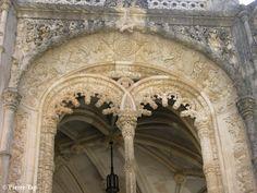 """Bussaco Le château (Palace Hôtel depuis 1907) Voici l'une des fenêtre de la """"terrasse du restaurant"""""""