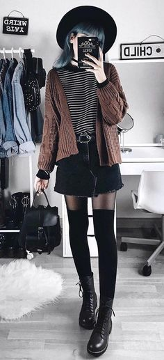 Best 34 outfit ideas for this winter grunge fashion winter, winter grun Grunge Winter Outfits, Grunge Fashion Winter, Winter Hipster, Pop Punk Fashion, Fashion 90s, Fashion Looks, Fashion Outfits, Womens Fashion, Fashion Trends