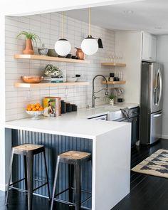 Studio Apartment Kitchen, Home Decor Kitchen, New Kitchen, One Wall Kitchen, Cute Kitchen, Small Modern Kitchens, Tiny Kitchens, Small Kitchen Interiors, Open Shelving In Kitchen