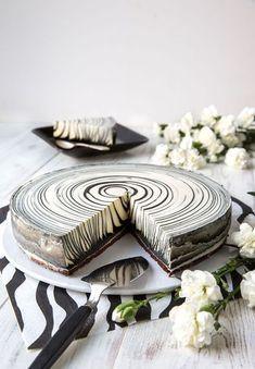 Zebrakaka med salmiakkräm! Vilken vacker kaka, säkert god också...kolla reseptet...
