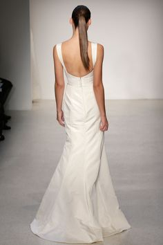 Amsale – Bridal Fall 2013 TAGS:Floor-length, Straps, Train, White, Ivory, Amsale, Tulle, Elegant, Modern