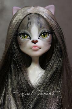 The model is Catrine DeMew (Monster high)… Custom Monster High Dolls, Monster Dolls, Monster High Repaint, Custom Dolls, Ever After High, Ooak Dolls, Blythe Dolls, Monster High Lagoona, Personajes Monster High