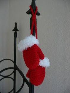 Toen ik vorig jaar de kerstsokjes van mijn vorige post gemaakt had, vond ik dat er ook wantjes bijhoorden. Ik ben aan de gang gegaan met dit...