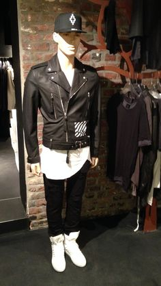 Cap Marcelo Burlon Leather jkt OFF WHITE  tee Thom Krom  Pant OFF WHITE  sneakers Krisvanassche   L      A      B       E      L      S