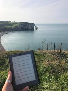 A beautiful photo from Ju Lie of her #Cybook at Etretat. D'autres fans d'Arsène Lupin dans la place ? ^^ Harrison Ford, Etretat, Rainbow Rowell, See It, Place, Photos, Fans, Around The Worlds, Community