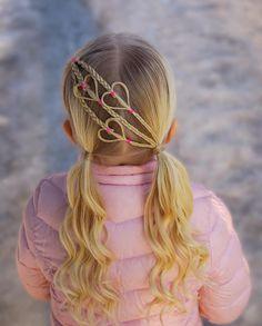 Hearts into pigtails with curls . . . . . #braid #braids #braided #braiding #braidideas #braidsforgirls #flette #peinado #tresse #trenza #pelo #hair #hairdo #hairstyle #hairideas #hairinspo #hairofinstagram #hairoftheday #hår #frisyre #styling #curls #heartbraid #winter #snow #cghphotofeature