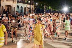 Gisele Bundchen, Vin Diesel and Tilda Swinton watch Karl Lagerfeld show for Chanel on grand boulevard in Havana. Coco Chanel, Cuba Film, Karl Lagerfeld, Chanel Cruise 2016, Famous Cubans, Chanel Model, Cruise Collection, Fidel Castro, Havana Cuba