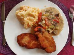 Paprikasahnesoße mit Champignons, Kartoffel-Möhren-Stampf und Minischnitzel. . #essen #essenmachtglücklich #food #foodblogger #foodbloggerdeutschland #foodlover #foodpic #hausmannskost #instafood #instafoodie #kochen #kochenleichtgemacht #lecker #leckerschmecker #mittagsessen #rezepte #rezeptidee #selbstgekocht Foodblogger, Meat, Chicken, Browning, Mushrooms, Meal, Food Food, Cooking