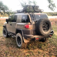 This #FJ Cruiser is ready for an adventure! Love the accessories and the colour. This or the army green