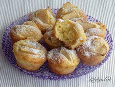 muffin alle mele1 mela grande o due piccole 280 g di farina 00 100 g di zucchero 1 cucchiaio di cannella in polvere 1/2 cucchiaino di bicarbonato di sodio 1 uovo 80 g di burro 1 vasetto di yogurt bianco 125 ml di latte