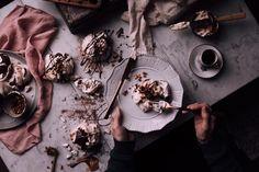 Pavlova Mini Cakes with Chestnut Mousse & Dark Chocolate