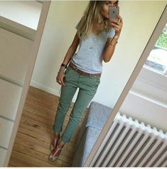 Tendance Sneakers 2018 : Find More at => feedproxy Mode Outfits, Casual Outfits, Fashion Outfits, Womens Fashion, Sneakers Fashion, Capri Outfits, Sneakers Style, Modest Fashion, Fashion Ideas