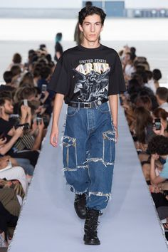 Vetements Spring 2019 Menswear collection, runway looks, beauty, models, and reviews.