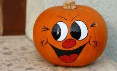 Keep Smiling by Eva Komenda on Halloween Wood Crafts, Halloween Rocks, Halloween Painting, Halloween Pumpkins, Pink Halloween, Halloween Decorations, Funny Pumpkin Faces, Funny Pumpkin Carvings, Painted Bricks Crafts