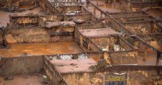 Il fango tossico fuoriuscito dalla rottura di due dighe della società mineraria Samarco ha ormai ha raggiunto l'Atlantico. I piani di evacuazione non sono scattati, i conflitti di interesse della politica sono molti e la multa che la società dovrà pagare è un'inezia rispetto al fatturato