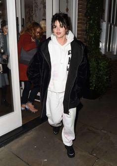 Selena Gomez Shopping in Covent Garden in London 12/11/2019. #selenagomez  #selenagomezstyle #celebrity #fashion #clothing #closet #celebrityfashion #celebritystyle #celebritystreetstyle #streetfashion #streetstyle