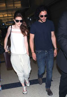Jon Snow and Ygritte at an airport!!