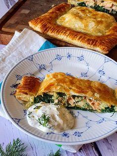 Laksepirog med dildcreme - Myfoodblog.dk Sandwiches, Danish Food, Spanakopita, Yummy Eats, Tapas, Salmon, Nom Nom, Buffet, Brunch
